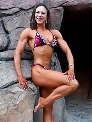 Tana Swink has only been training and competing for ONE year showing off some cleanly defined muscularity