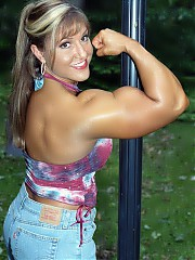 Gina Davis is 33 years of age in contest shape, she is awesome, with a highly developed physique (with a special nod to a great upper body and fabulous arms) and outstanding physical beauty.