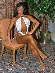 Vicki Anderson has very good 'fitness' muscularity, including washboard abs and a leanly muscled upper body