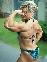Sue Scheppele combining large amounts of muscularity in every bodypart