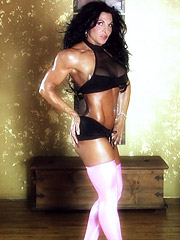 A motivated muscle babe Tracy Daniels ready to suck cock