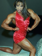 Brenda Raganot combines an unusual amount of muscle with perfect muscle shapes in each bodypart from top to bottom